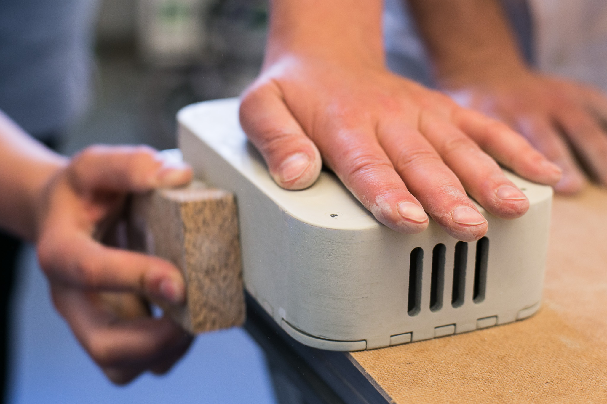 For sanding the lower box, use a cork block to fold sanding paper around. Sand in a circular movement and round off the edges.